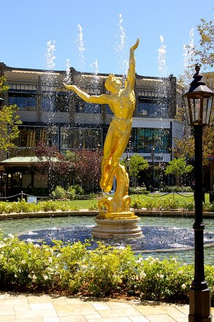 Americana Golden Statute Water Shooting Up